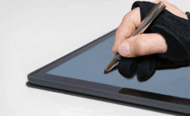 Kynä, hanska ja tablet-tietokone